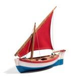 一条五颜六色的小船的木模型有一个风帆的 免版税库存图片