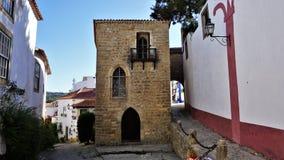 一条五颜六色的街道在Obidos,葡萄牙中世纪镇  库存照片