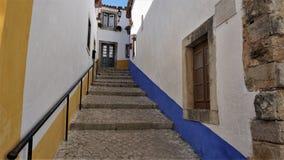一条五颜六色的街道在Obidos,葡萄牙中世纪镇  库存图片