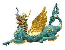 一条五颜六色的滑稽的龙在泰国文学或fantas的动物 免版税库存照片