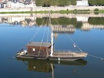 一条传统法国平底的小船 免版税库存照片