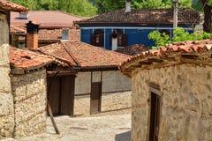 一条传统老街道在从蒂姆的Koprivshtitsa保加利亚, 免版税库存照片