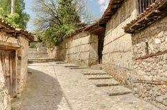 一条传统老街道在从蒂姆的Koprivshtitsa保加利亚, 库存图片