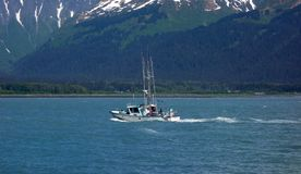 一条体育运动垂钓小船在阿拉斯加 库存图片