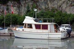 一条俏丽的力量游艇在加拿大 库存照片