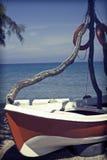 一条偏僻的小船的葡萄酒照片 库存图片