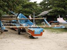 一条停放的三船体游艇小船 库存图片