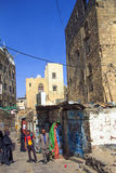 一条典型的街道的看法在萨纳,也门 库存照片