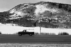 一条冬天高速公路在犹他 免版税库存照片