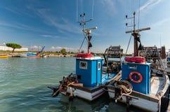 一条商业捕鱼业小船在船坞 库存照片