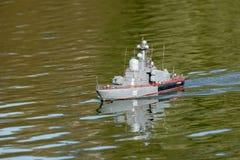 一条大导弹小船的模型 库存图片