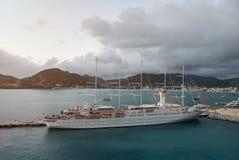 一条大游艇 免版税库存图片