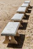 一条大理石庭院长凳 库存照片
