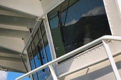 一条大轮渡-接近的照片的上尉` s客舱 免版税库存照片