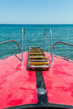 从一条小游艇的字体的看法, 免版税库存照片