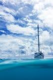 一条小船在水中 图库摄影