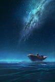 一条小船的渔夫在银河下的晚上 库存图片