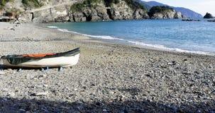 一条小船的细节在海滩的 免版税库存图片