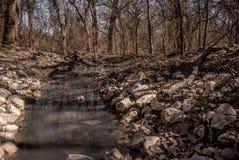 一条岩石小河 免版税库存照片