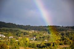 一条彩虹的末端在天空的 免版税库存照片