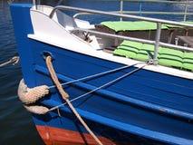一条木游览小船的船首 库存照片