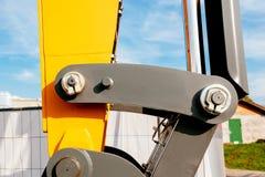一条水力挖掘机胳膊的工业零件的细节 免版税库存图片