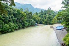 一条河在Tangakahan,印度尼西亚 免版税库存照片