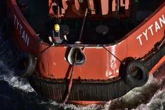 一条波兰猛拉小船的海员在但泽,波兰附近 免版税图库摄影