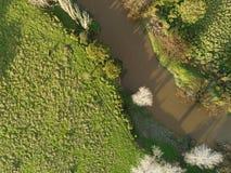 一条泥泞的河的顶上的射击 库存照片