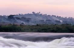 一条涌出的河在南非。 免版税图库摄影