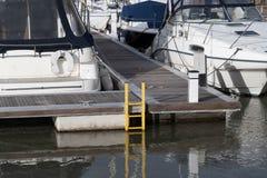 一条游艇的船尾有梯子的 库存图片