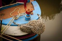 一条狭窄的小船的细节在运河的 免版税库存图片