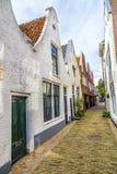 一条狭窄的街道的老房子 免版税库存图片