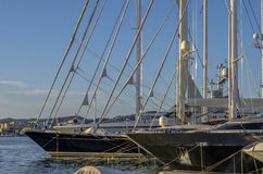 一条现代豪华游艇的细节 免版税库存照片