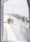 一条白色游艇的甲板 库存图片