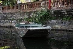 一条空的小船的图象 库存照片