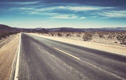 一条空的沙漠路的图片 图库摄影