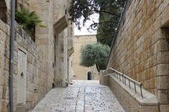 一条空的街道在耶路撒冷,以色列 图库摄影