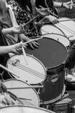 一条突然出现带的鼓手在伦敦 库存图片
