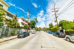 从一条美丽如画的街道看的好莱坞标志 库存图片