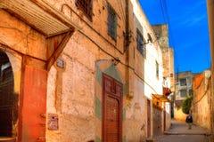 一条美丽如画的车道在老镇Fes在摩洛哥 库存照片