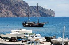 一条美丽的风船在丰沙尔 马德拉岛, 图库摄影