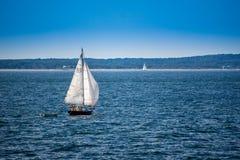 一条美妙地私有的风船在鳕鱼角,马萨诸塞 免版税图库摄影