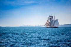 一条美妙地私有的风船在鳕鱼角,马萨诸塞 免版税库存图片