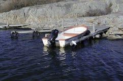 一条老小船在港口 免版税库存图片