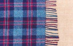 一条老苏格兰温暖的毯子的边缘 库存照片