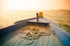 一条蓝色小船的弓 库存图片