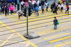 一条行人交叉路的鸟瞰图在香港中央 库存照片