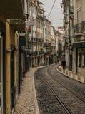 一条街道在里斯本,葡萄牙 免版税库存照片