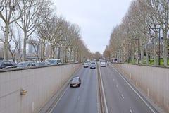 一条街道的看法在巴黎的中心 免版税图库摄影